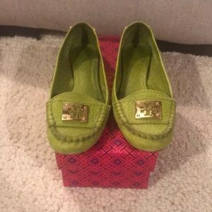 Vintage Tory Burch loafers! In a fun lime green! ✨